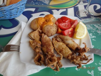 Chipirones (fried squid), Canary Potato with Mojo and Tomatoes which taste Tomato. My (Peter) favourite lunch. .With dry Canarian white Chardonnay this lunch cost 5 €